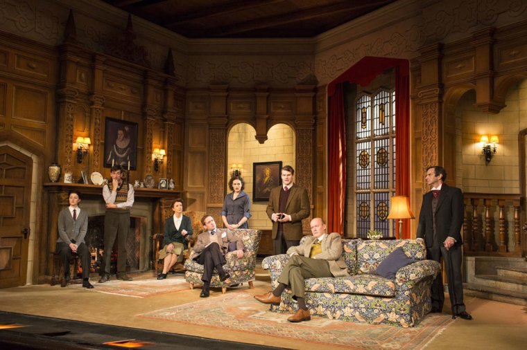 Play's to see in London Mousetrap, scene suspect everyone